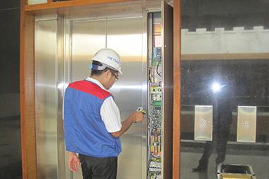 Tủ điện của thang máy không buồng máy